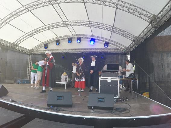 Trachtengruppe beim Stadtfest in Bützow