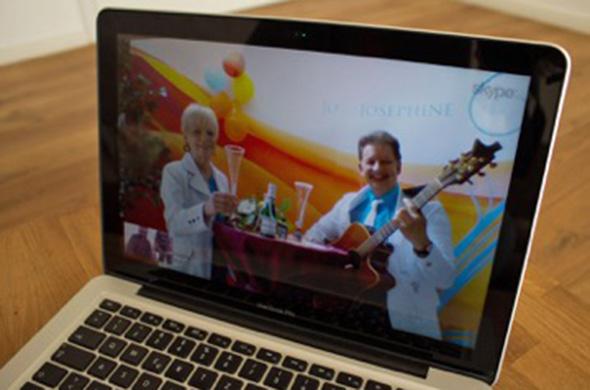 Bild auf Laptop während des Skype-Auftritts von Jo & Josephine