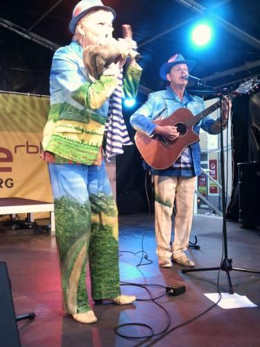 Schlagerduo Jo & Josephine in Aktion auf der Antenne-Brandenburg-Bühne beim Stadtfest in Schwedt