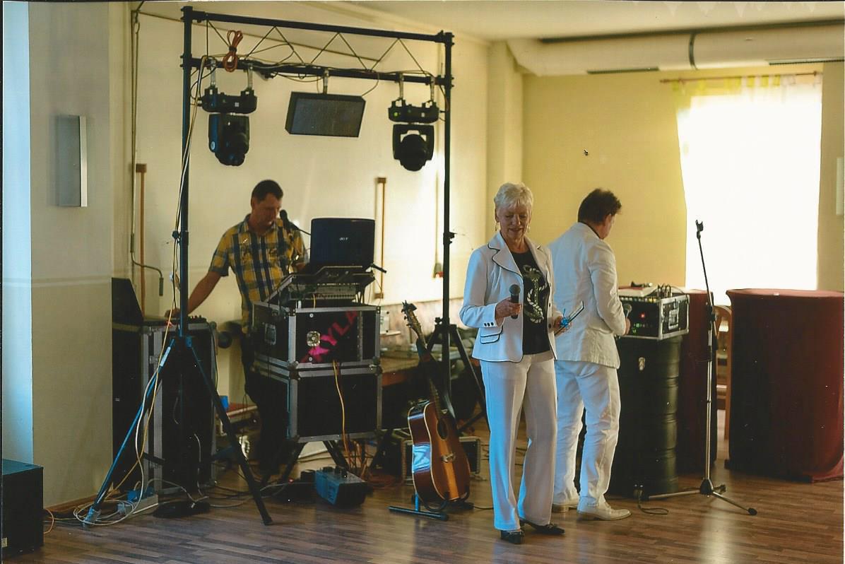 Auf der Geburtstagsfeier - Gesangsduo Jo & Josephine vor der Show mit Technik und DJ