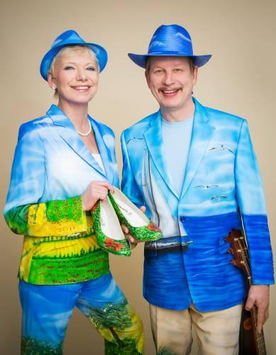 Jo & Josephine mit norddeutscher Musik in Künstleroutfit