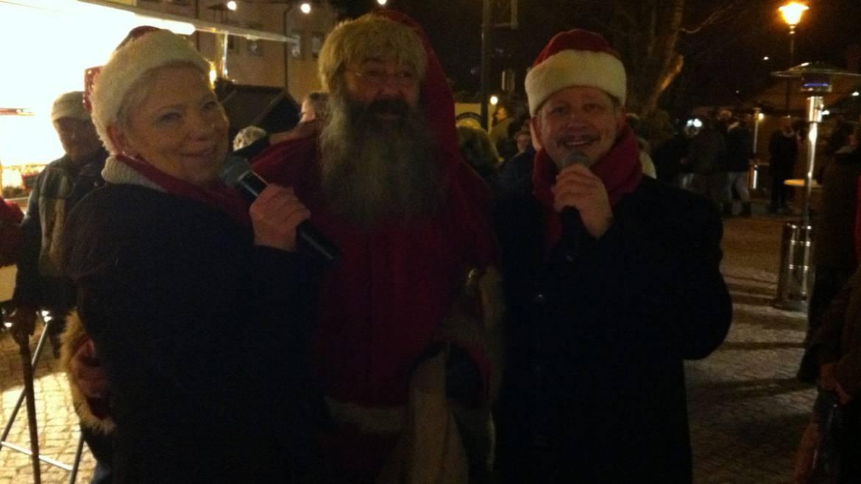 Gesangsduo auf dem Weihnachtsmarkt