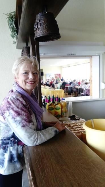 Entertainer mischen Seniorenfeier in Goldewin auf