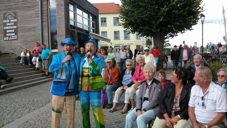 Schlagerduo begeistert Musikfans am Hafen